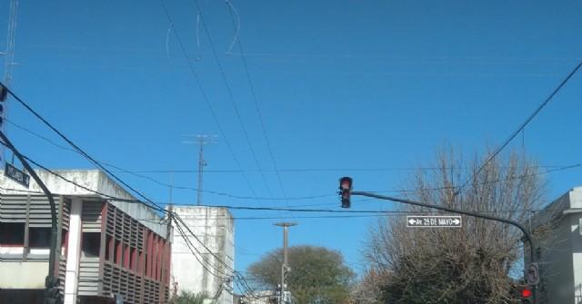 Los semáforos de Avenida 25 de Mayo y Avellaneda vuelven a funcionar después de casi cuatro meses